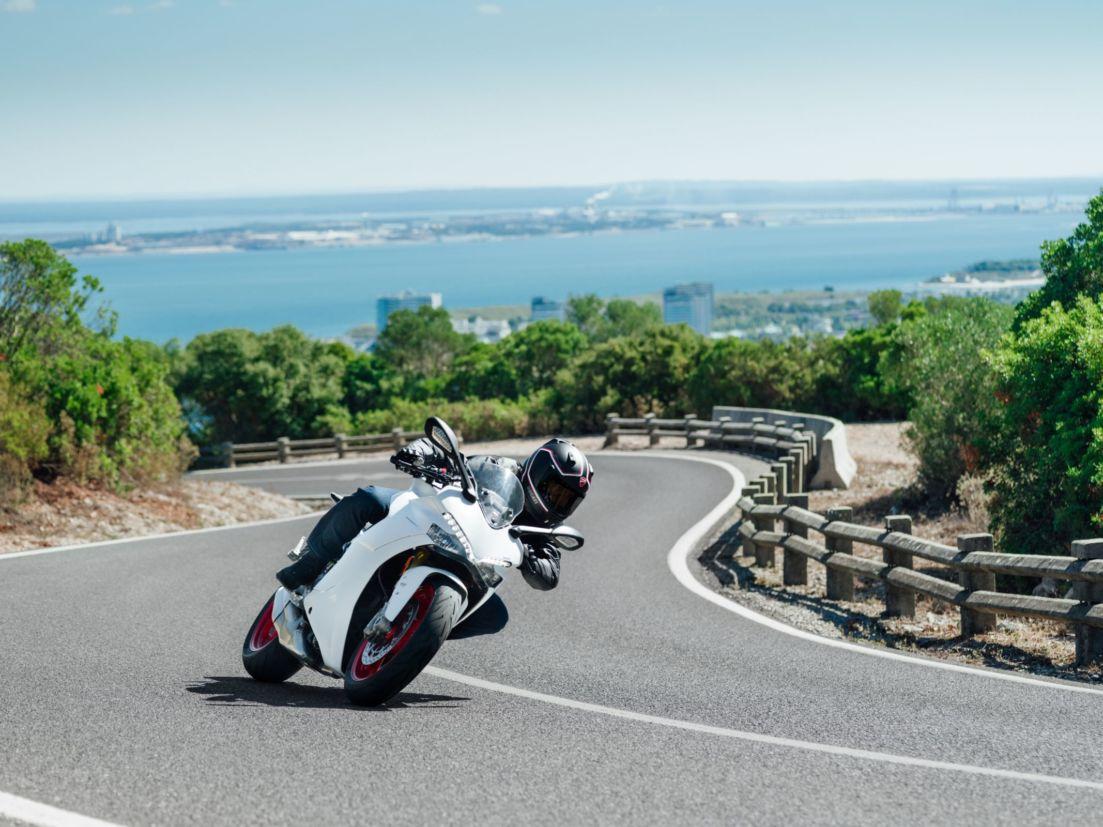 Posição de pilotagem da Ducati SuperSport S é mais relaxada