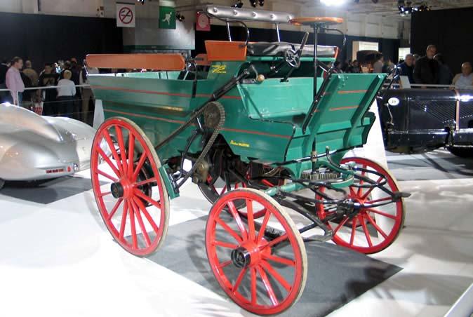 Debouteville construiu o seu carro em 1884, dois anos antes do triciclo do Benz