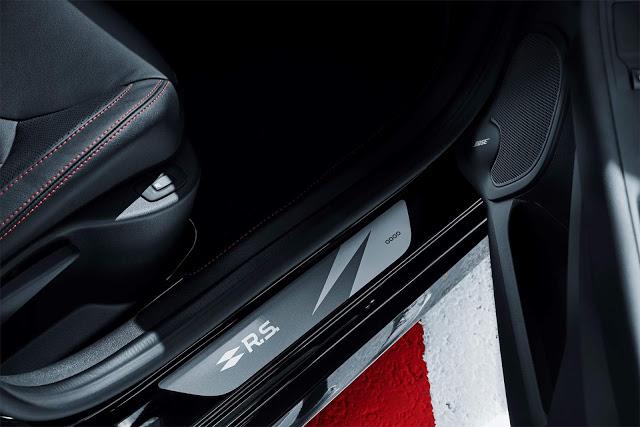 Detalhes Clio RS 2018, versão comemorativa do hot hatch