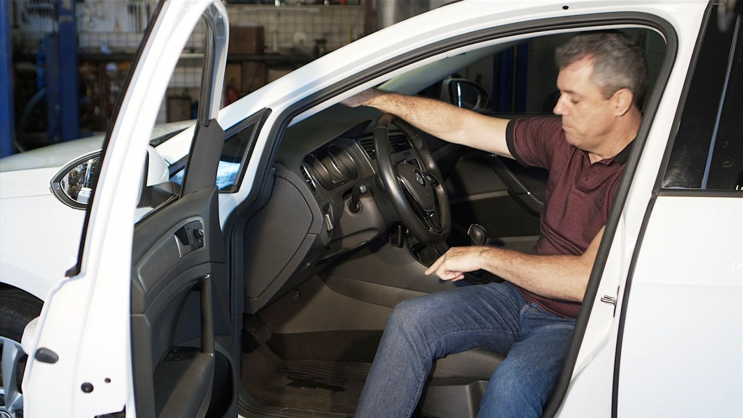 Vazamento no interior do carro pode ter duas causas