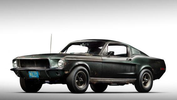 Ford Mustang Bullitt guiado por steve mcqueen
