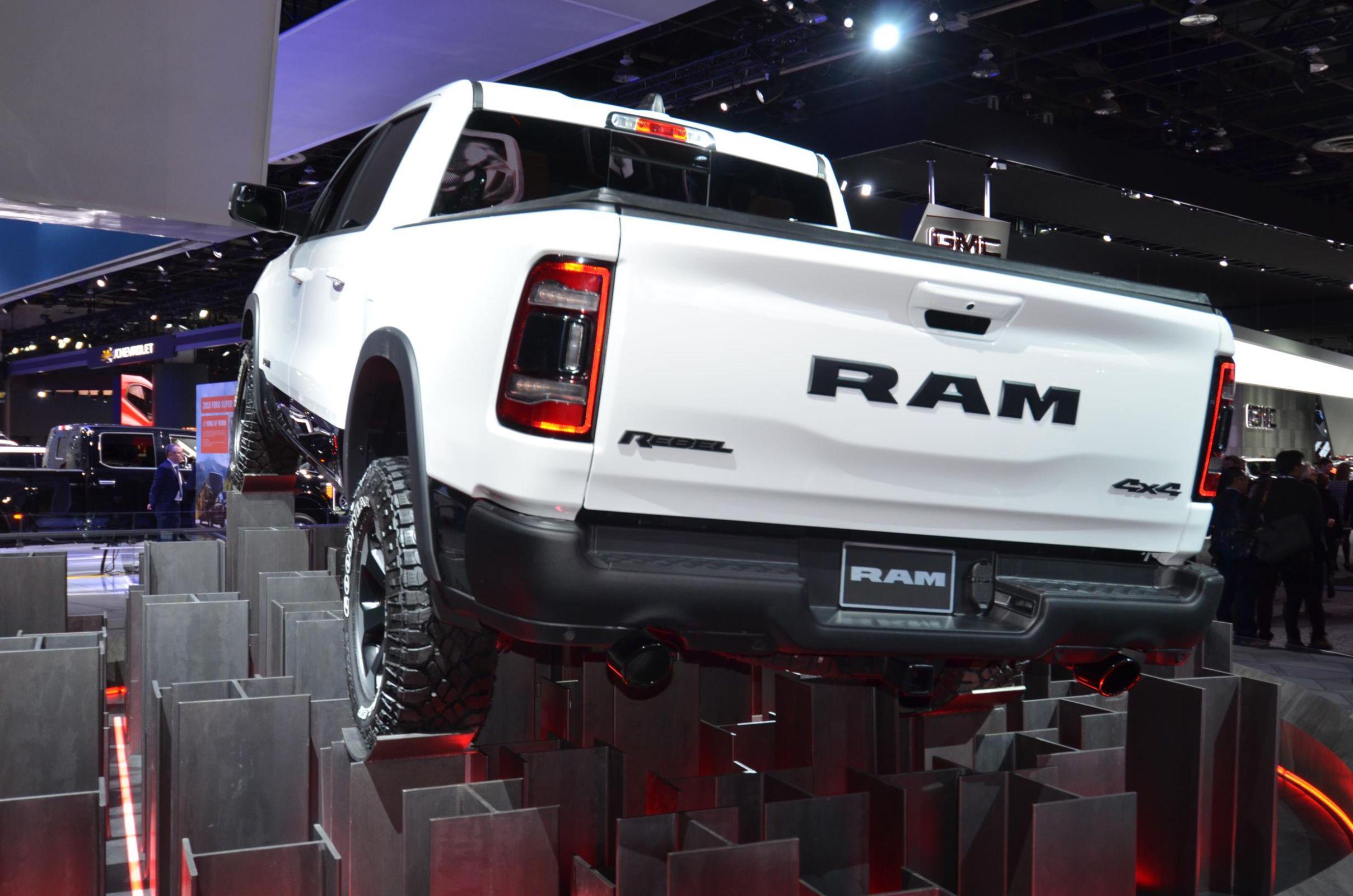 FCA estuda produzir picape média Fiat em Pernambuco. Novo modelo será baseado na Dodge Ram 1500, mas promete preços melhores. A picape será produzida sobre chassis e deve ter motor FTP 3.0 F1C.