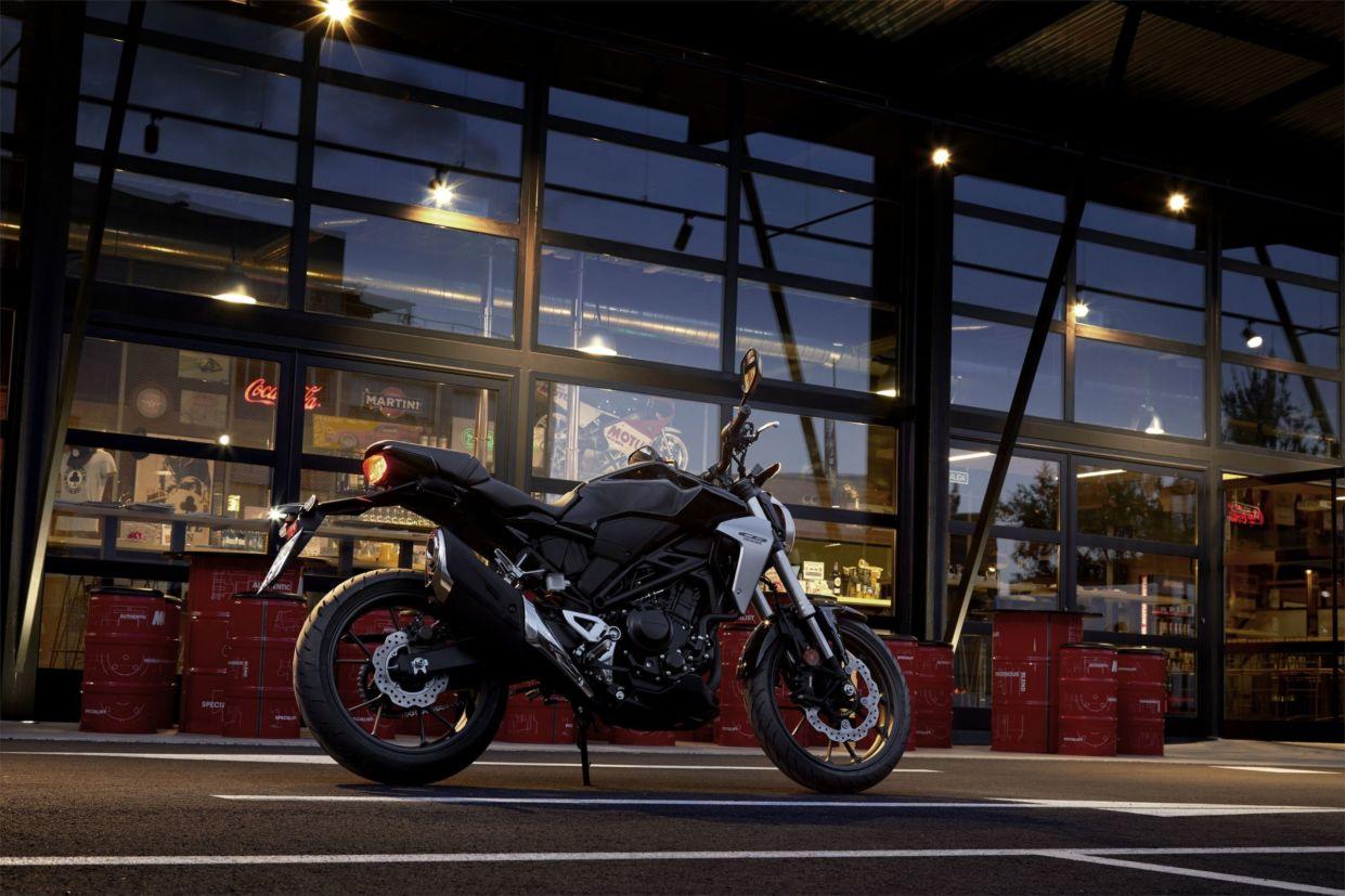 A Honda CB 1000R foi renovada, assim como o resto da família
