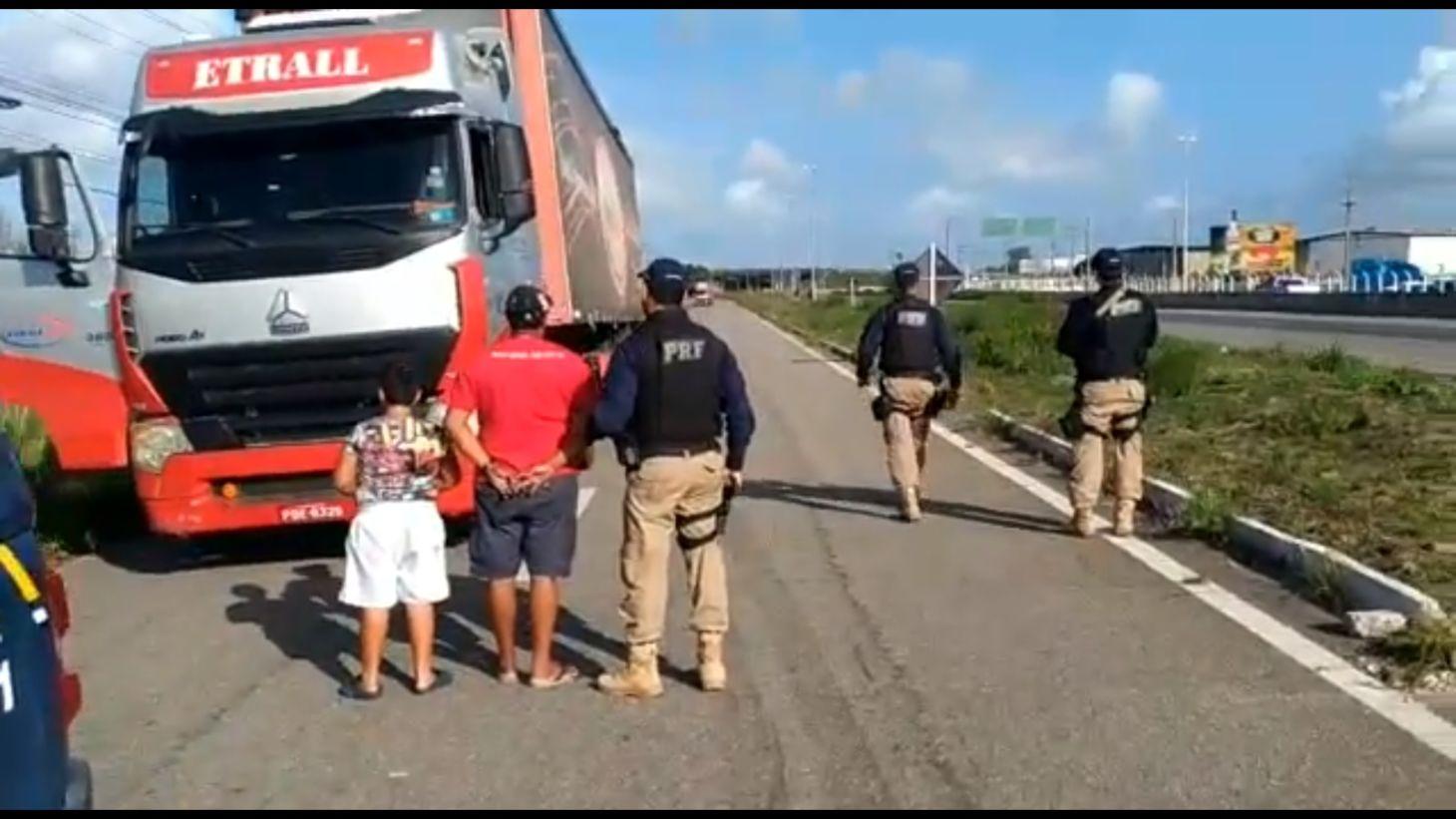 PRF flagra menino de 9 anos dirgindo carreta