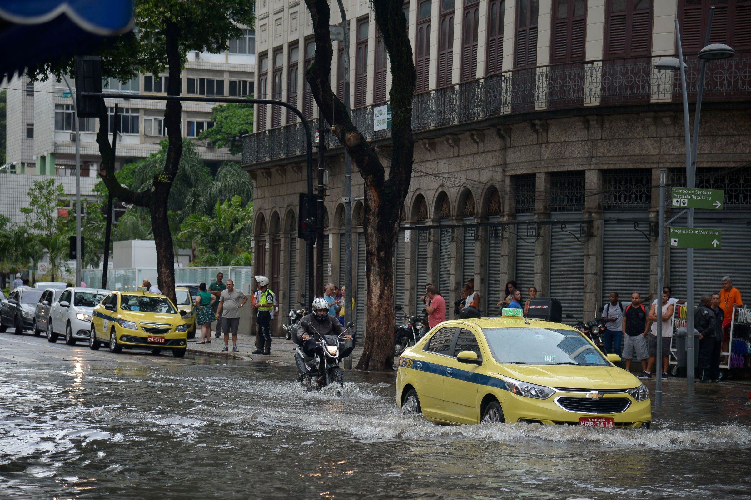 carro atingido por enchente: o que fazer