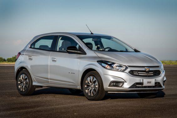 O Chevrolet Onix Advantage é a opção automática mais barata da linha do hatch mais vendido do Brasil. Confira preço, motor e fotos.