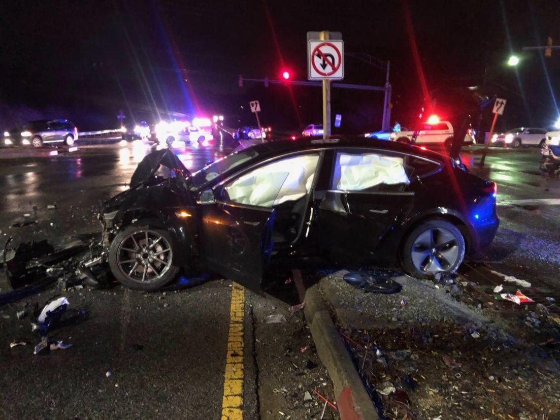 Imagem do acidente publicada pelo motorista (Imgur/Reddit)