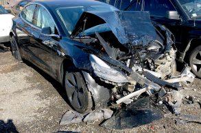 Acidente com Model 3 leva Elon Musk a prometer melhorias