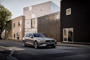 Volvo apresenta V60 2019 com opções híbridas