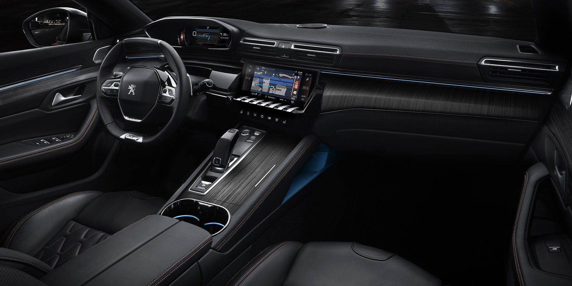 Após vazamento de fotos na internet, Peugeot 508 é apresentado. Nova geração chega às ruas no segundo semestre; sedã está menor, mais leve e com tecnologia de sobra.
