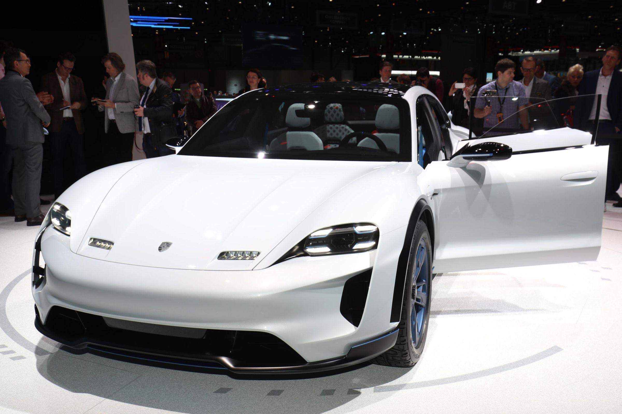 Em Genebra: Porsche Mission E Cross Turismo