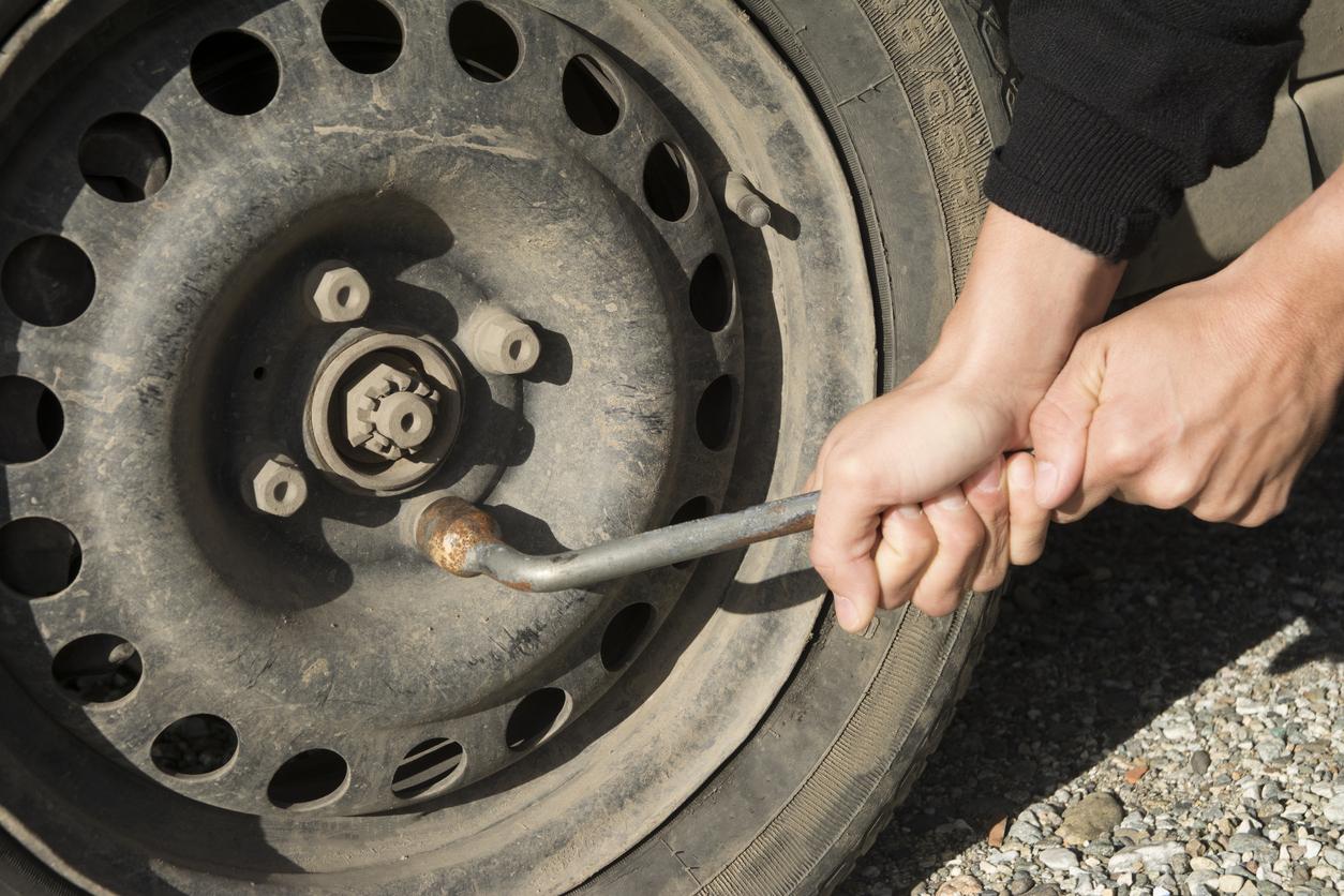 trocar pneu do carro o que fazer se perder um pneu