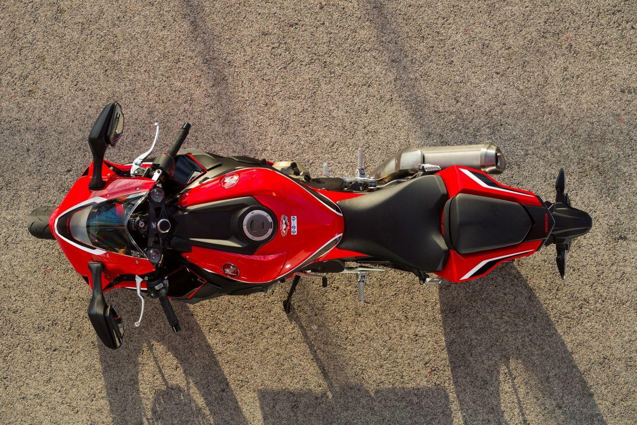 Honda CBR 1000RR Fireblade ficou mais leve e potente