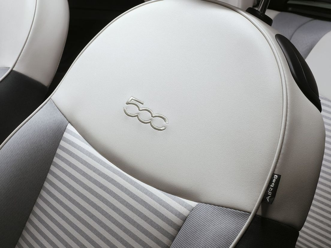 Versão especial Collezione da configuração conversível do Fiat 500, lançada no Salão de Genebra