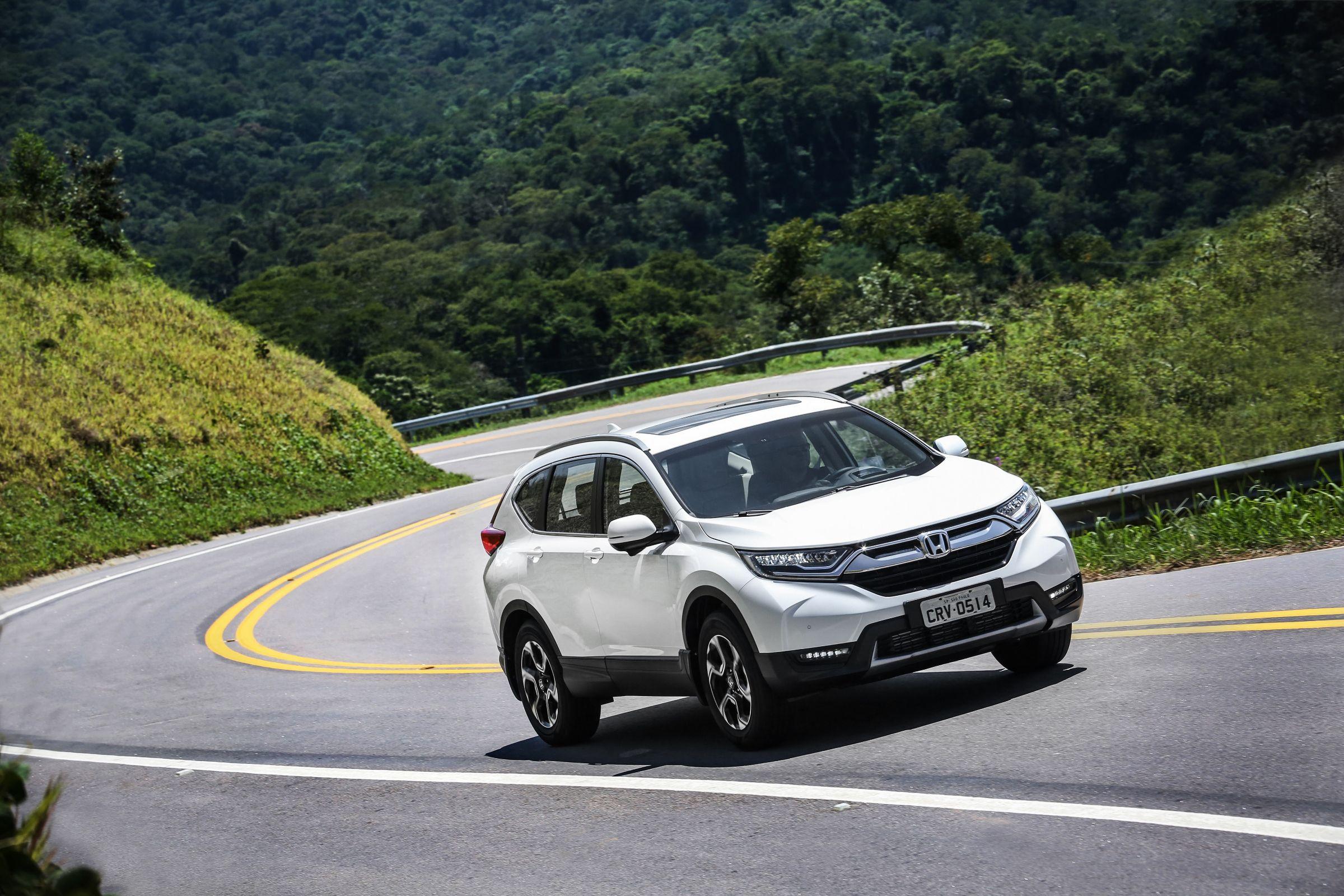 A Honda apresentou, na semana passada, dois modelos importados. Para não desagradar nenhum nicho de consumidores, trouxe para o Brasil as versões atualizadas dos modelos CR-V e Civic Si. Tanto o SUV quanto o esportivo são equipados com motor 1.5 turbo
