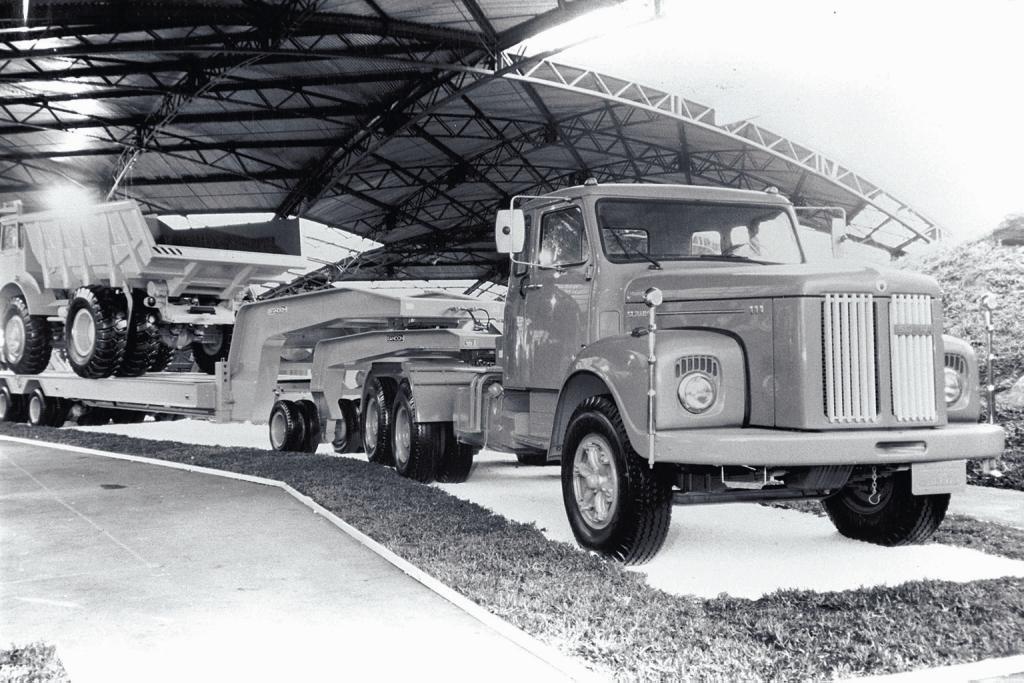 """Scania 111 """"jacaré"""" é um dos animais das estradas"""