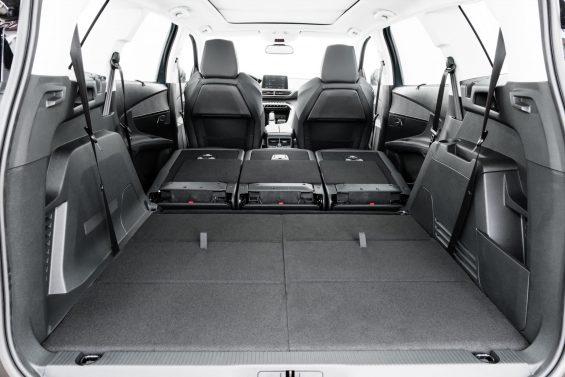 Peugeot 5008 traz como diferencial a capacidade de transportar até sete pessoas. Preços do SUV vão de R$ 157.490 a R$ 166.490.
