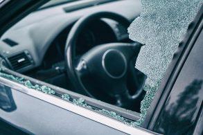 Mentiras na rede: a última é a quebra do vidro do carro com o encosto de cabeça.