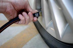 Pressão dos pneus mais alta ou baixa? Nenhuma das duas