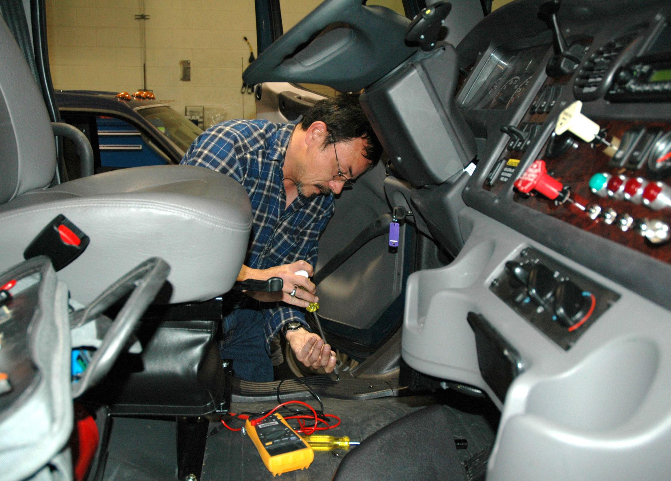 instalação-elétrica-painel-automóvel