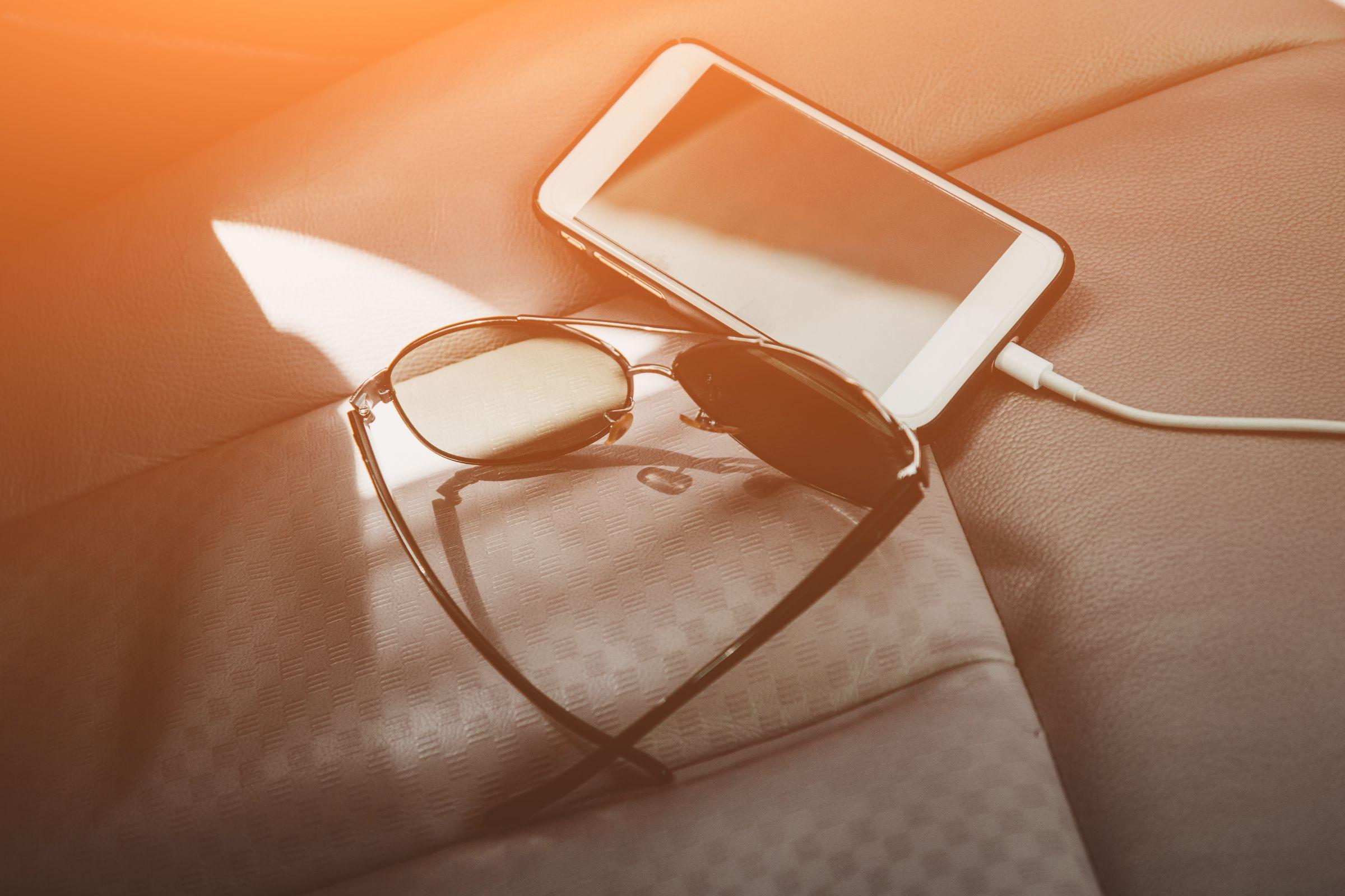 Viagem de carro: carregador de celular ou bateria externa podem evitar que você fique perdido