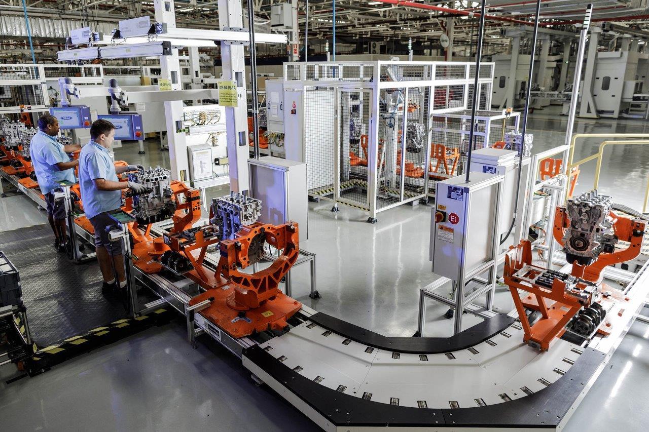 interior da fábrica da ford em taubate em linha de produção do motor 1.5