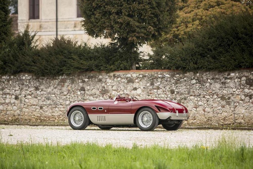Fabricado em 1953, rara Ferrari 625 Targa foi pilotada pelo campeão de F1 Mike Hawthorn e disputou várias corridas importantes.