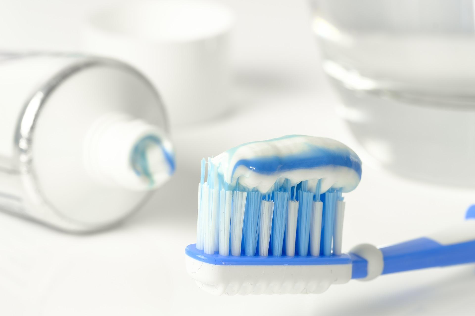 piores dicas da internet para o seu carro pasta de dente nos faróis