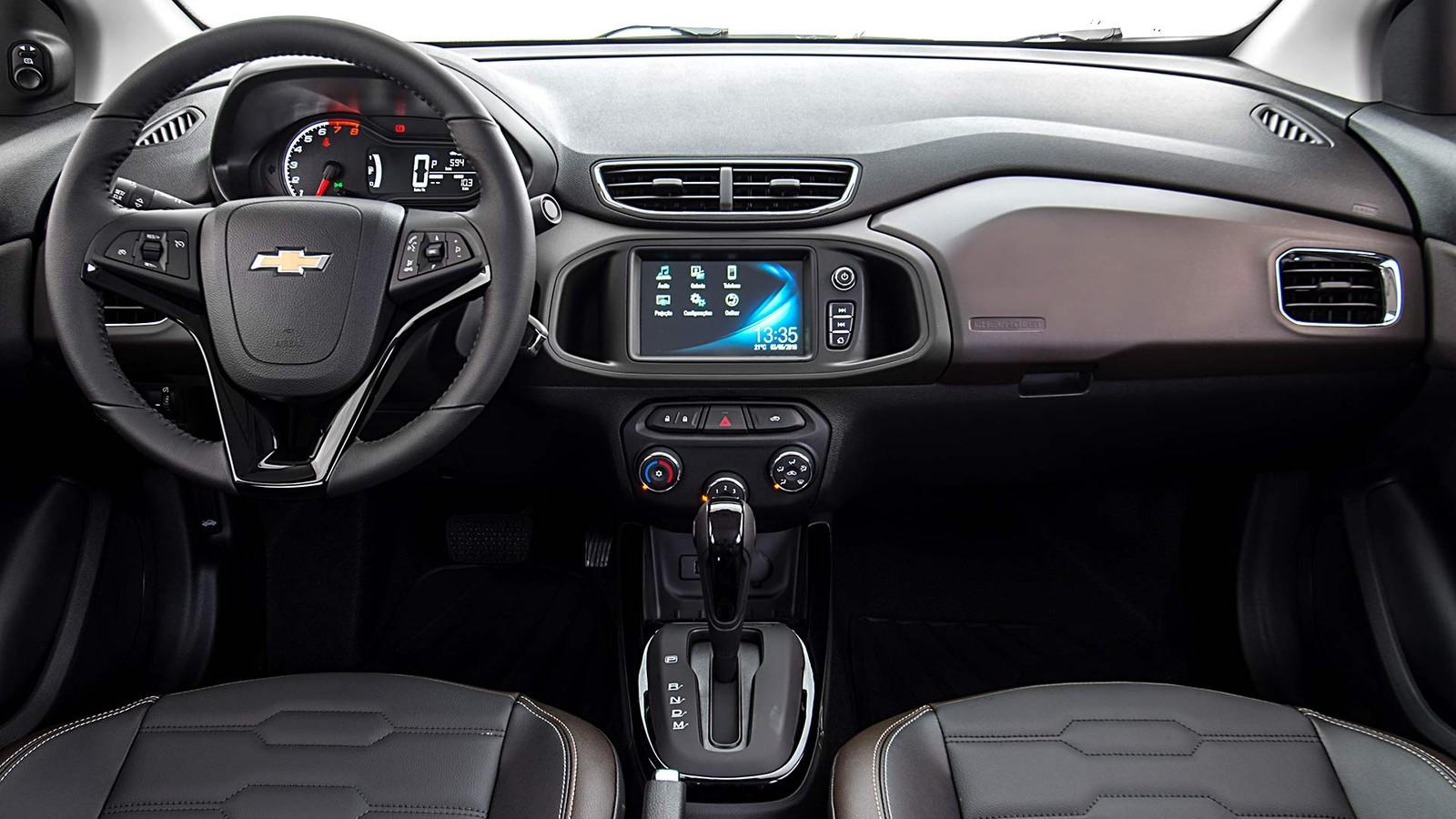 O Chevrolet Onix 2019 ficou de R$ 240 a R$ 1.340 mais caro e ganhou alguns itens de série. O sedã Prisma também foi atualizado.