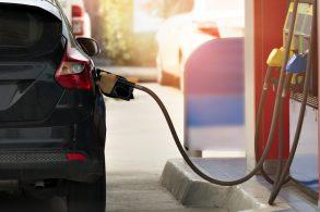 Gasolina comum é melhor que aditivada?
