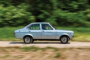 Leilões de carros antigos têm até Escort papal