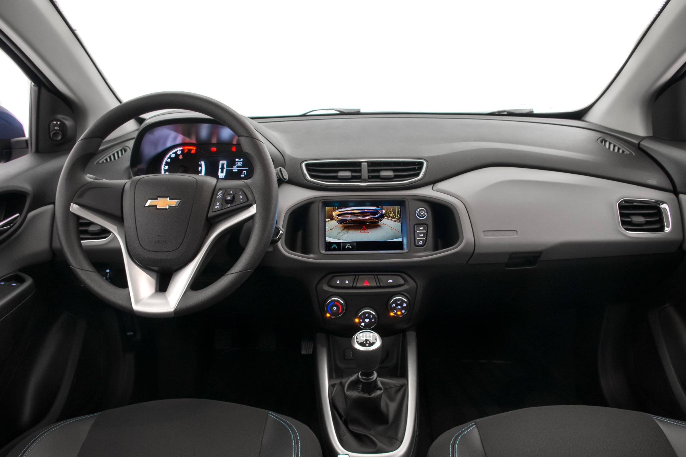 Interior da versão LT do Prisma, mas equipada com câmbio manual
