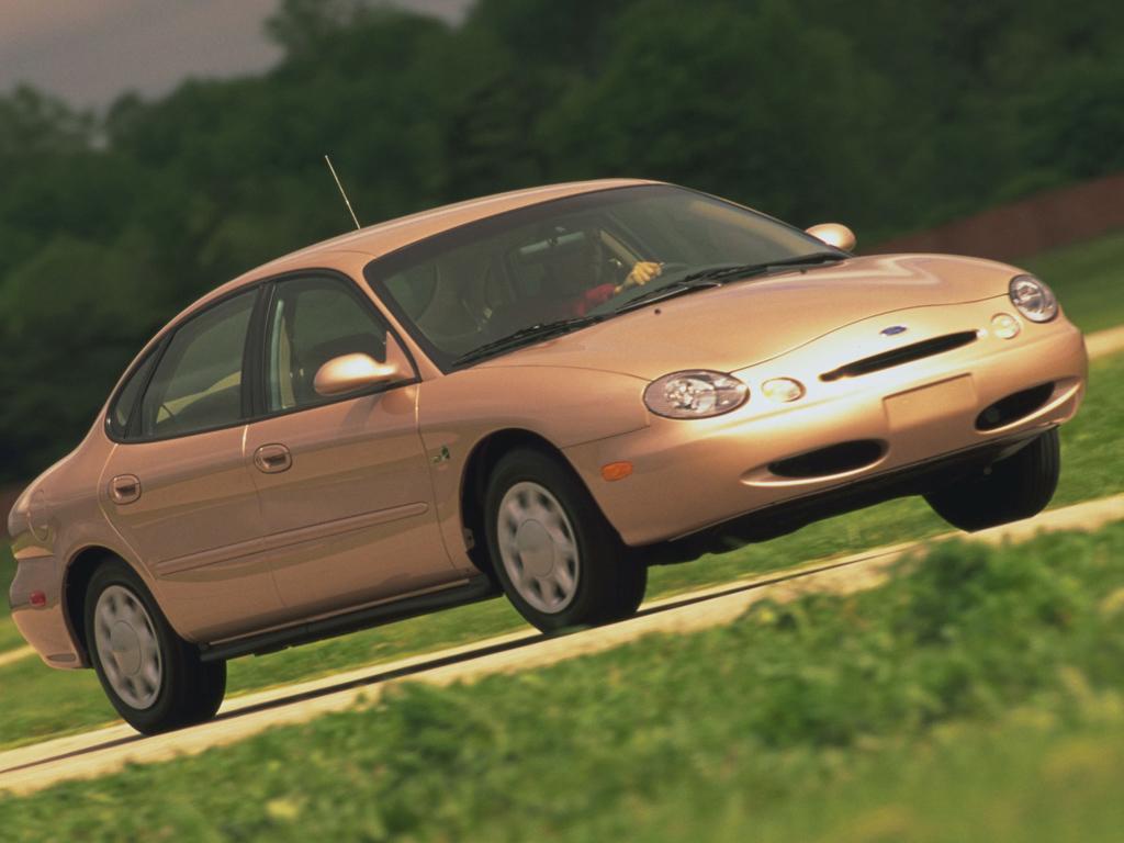 Relembre os 10 carros mais feios do mercado brasileiro: Ford Taurus