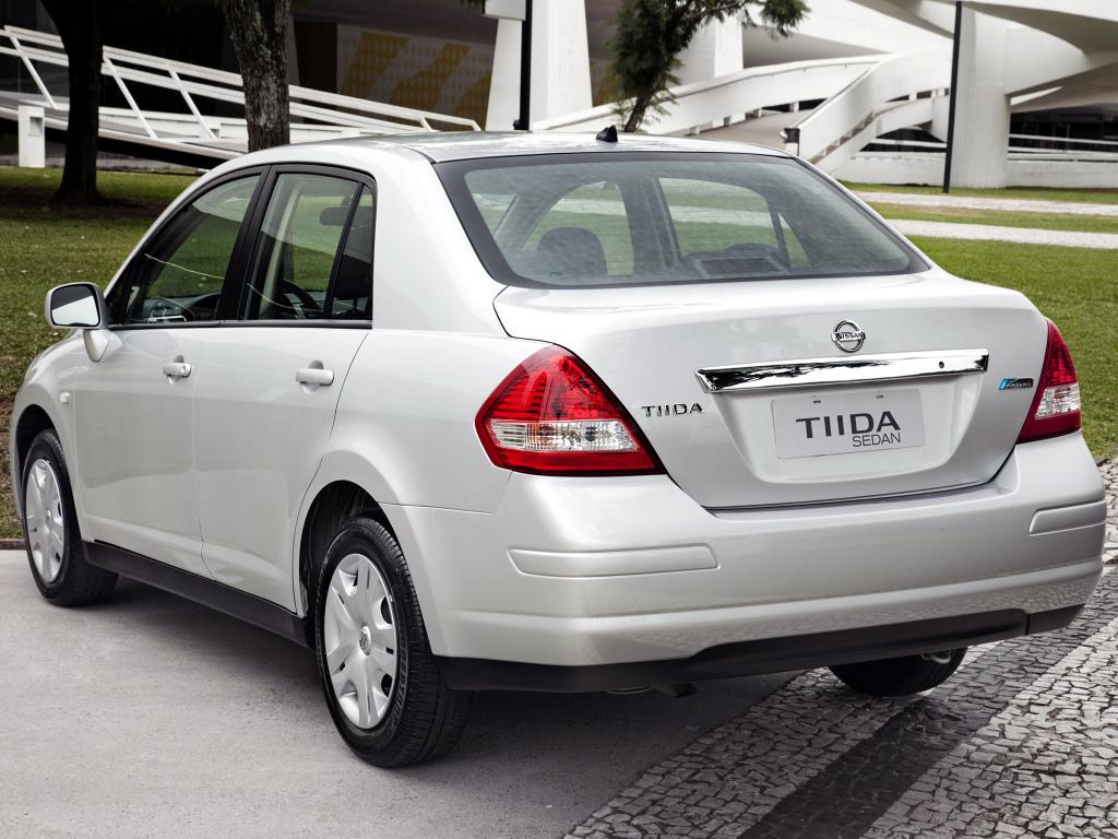 Aplique de bumbum: Nissan Tiida