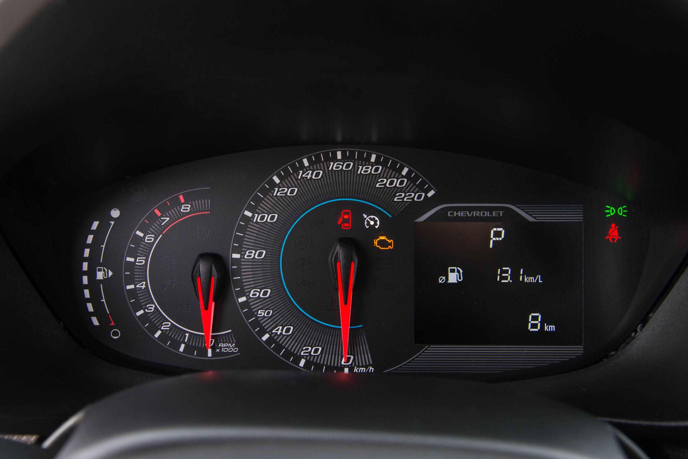 Apresentado pela Chevrolet, o novo Spin chega ao mercado brasileiro com preços entre R$63.990 e R$83.490. Mudanças se concentram no design e espaço interno.