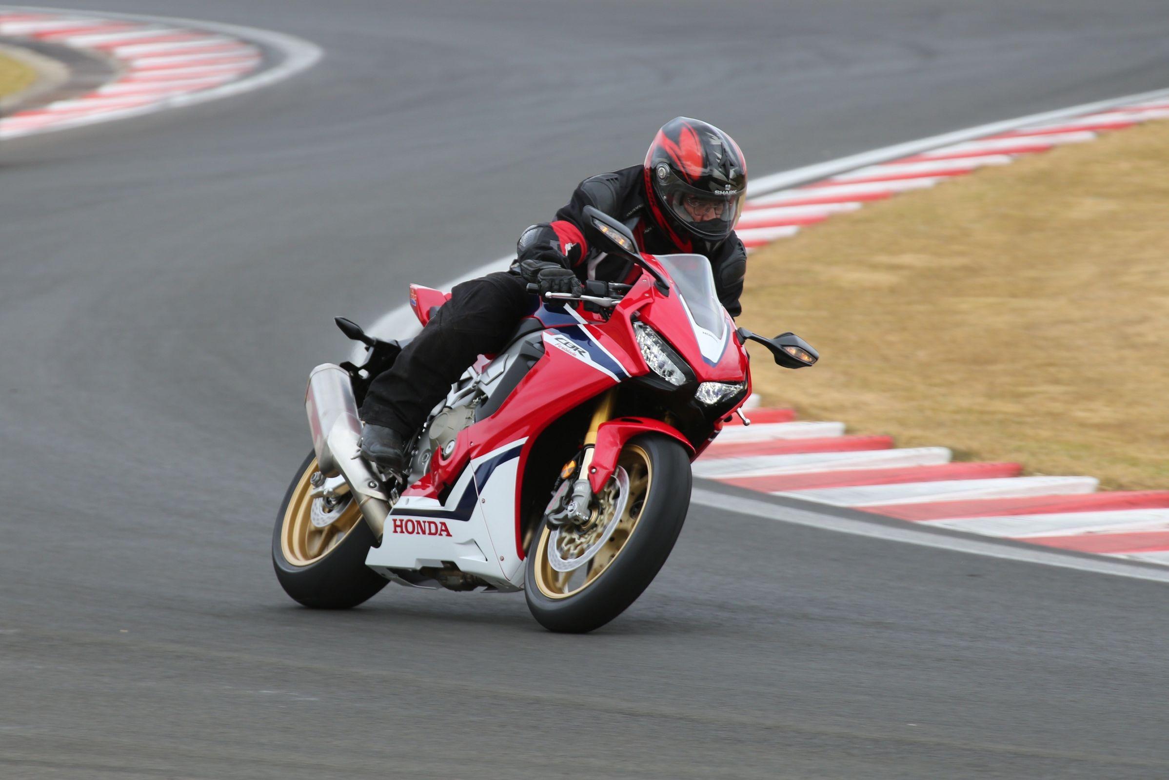 Honda CBR 1000RR Fireblade SP: vitrine acelerada