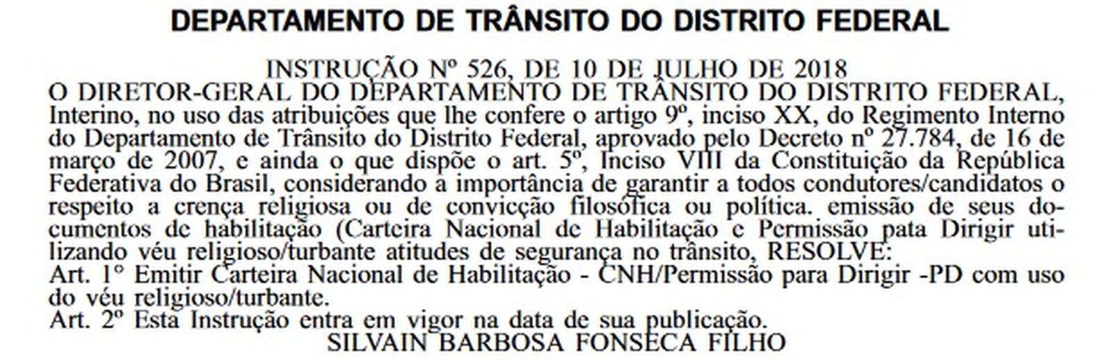 O Departamento de Trânsito do Distrito Federal publicou, no dia 12 de julho, uma Instrução que permite que o uso de véu na foto da CNH.