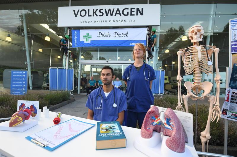Greenpeace protesta contra Dieselgate na Europa. Escândalo de emissões de motores a diesel da Volkswagen.