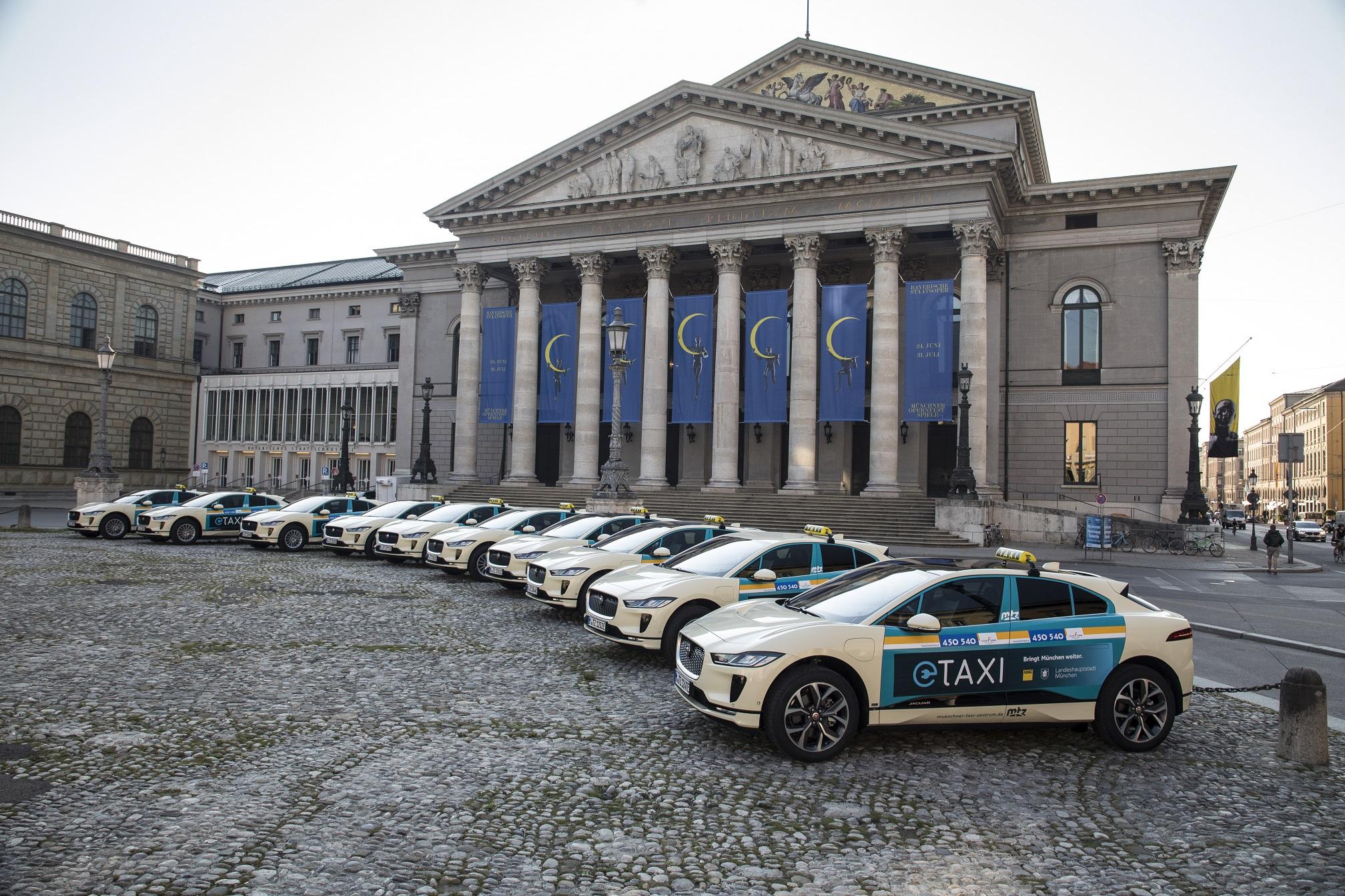 A primeira frota de táxis elétricos da Alemanha está entrando em operação. Atendimento de passageiros pode ajudar a avaliar a praticidade dos elétricos no trânsito diário.
