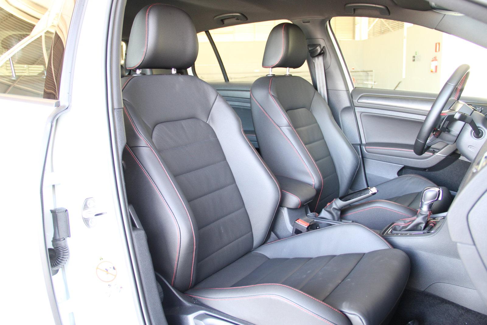 Interior do Golf GTI é confortável, mas suspensão firme faz ocupantes sacolejarem em pisos irregulares