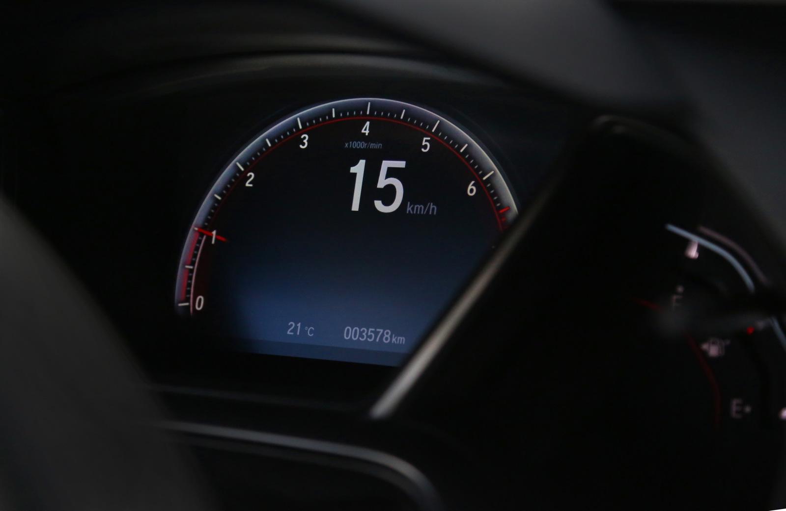 Painel do Honda Civic SI 2018, com o velocímetro em detalhe