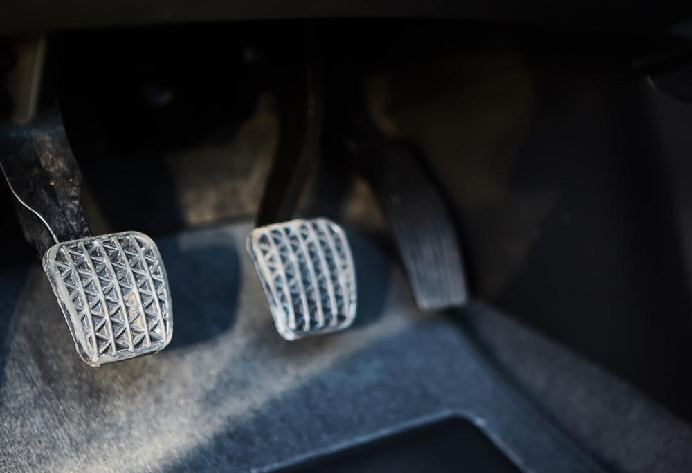 Falta de manutenção e a escolha errada dos tapetes e carpetes do carro pode até atrapalhar o motorista a controlar os pedais. Se ligue nessas dicas.