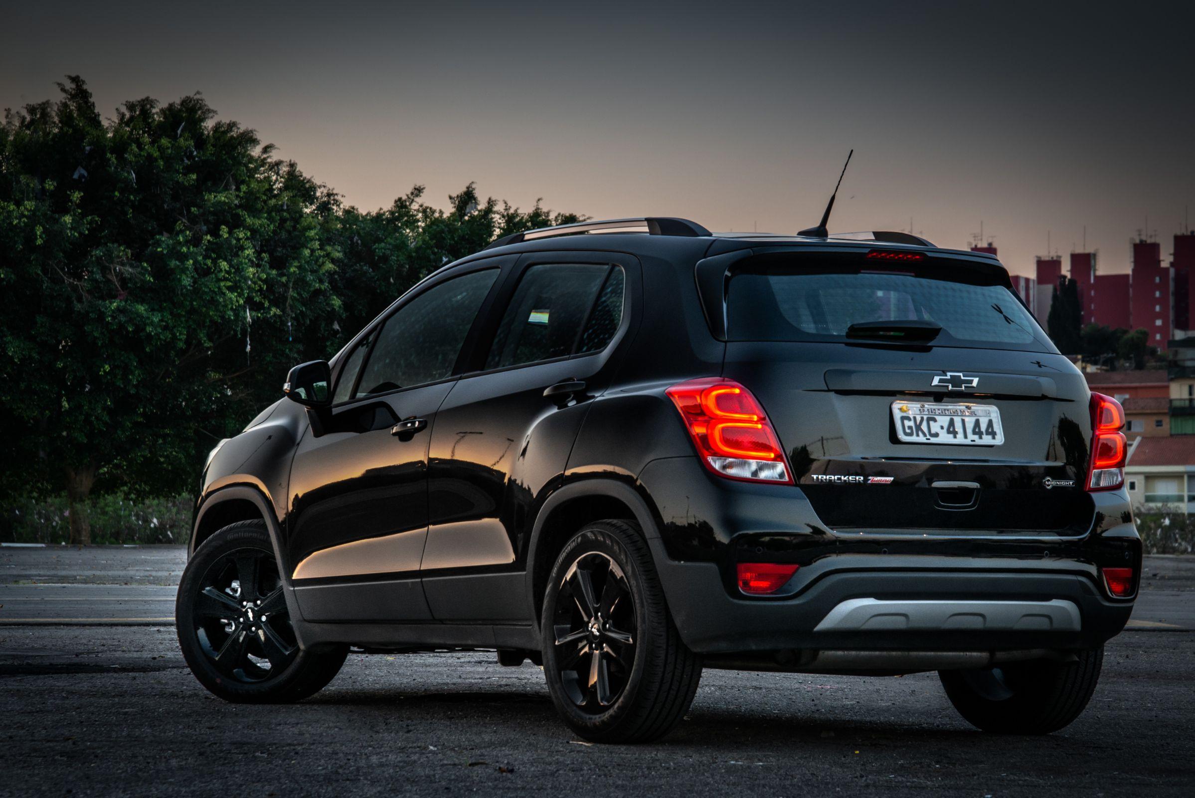 Chevrolet Tracker Midnight tem todos os detalhes em preto