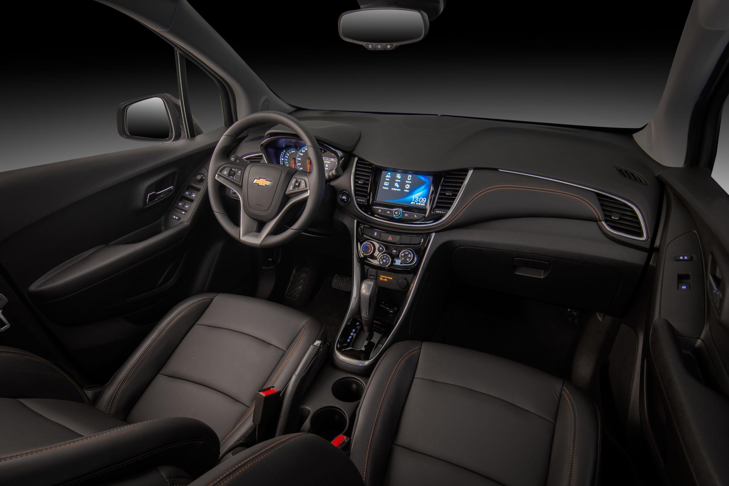 Chevrolet Tracker Midnight tem interior todo preto