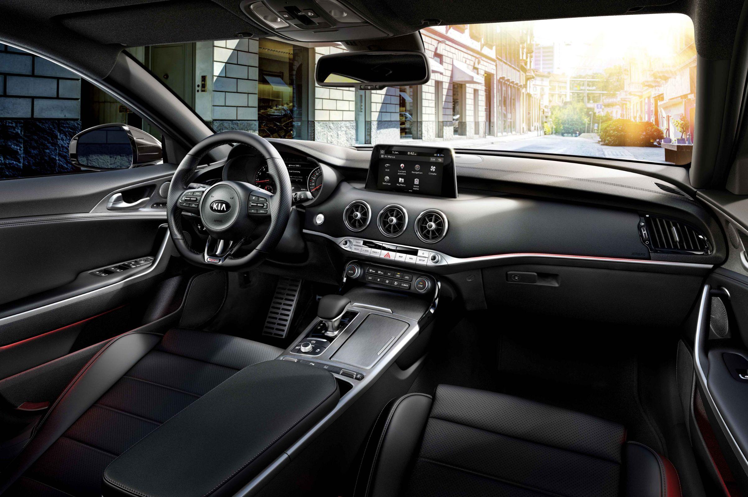 Interior do Kia Stinger GT é completo