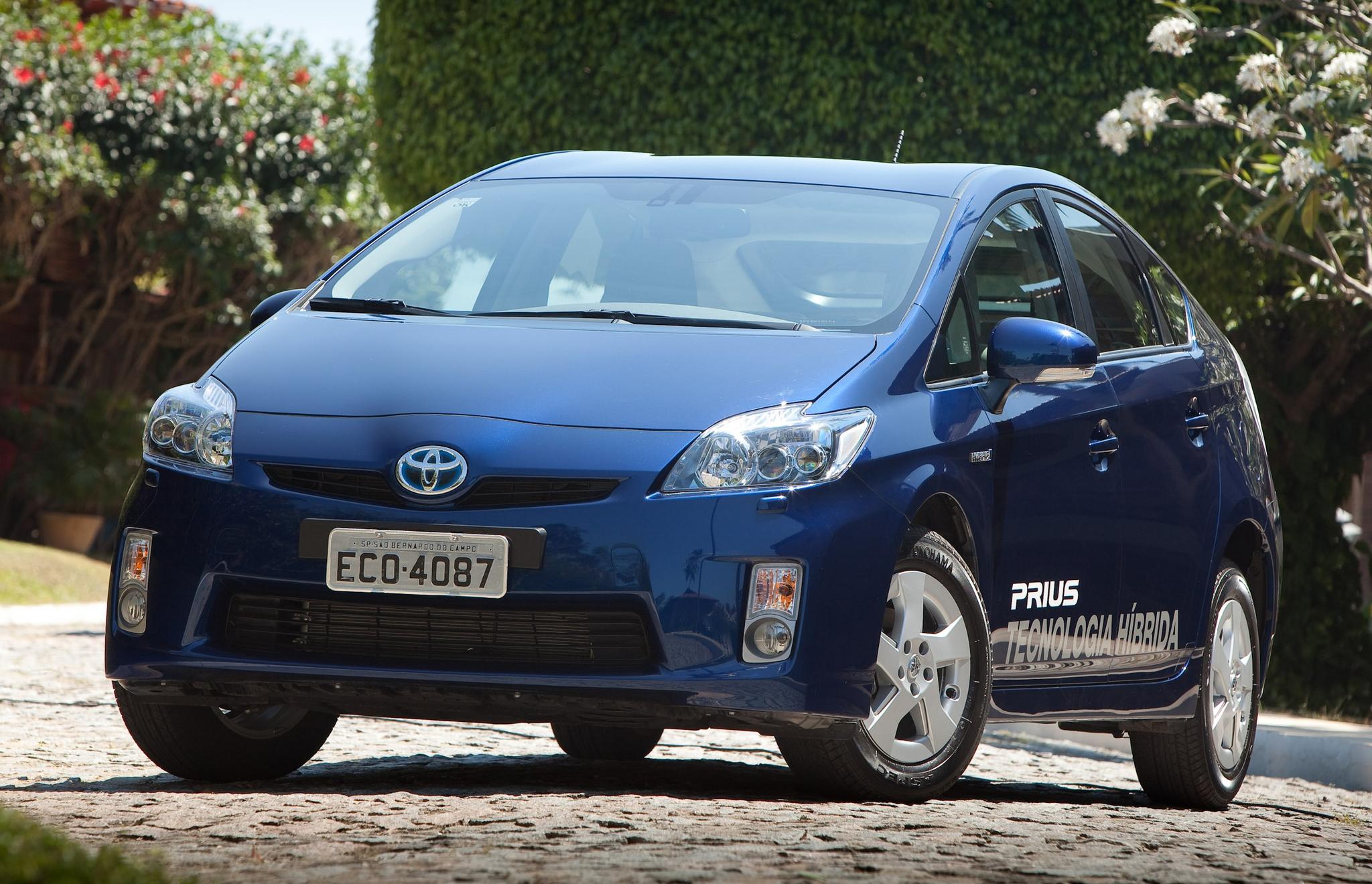 Toyota divulgou recall global de 2,4 milhões de unidades por defeito, mas ainda não sabe se os Prius 2013 e 2014 do Brasil foram afetados