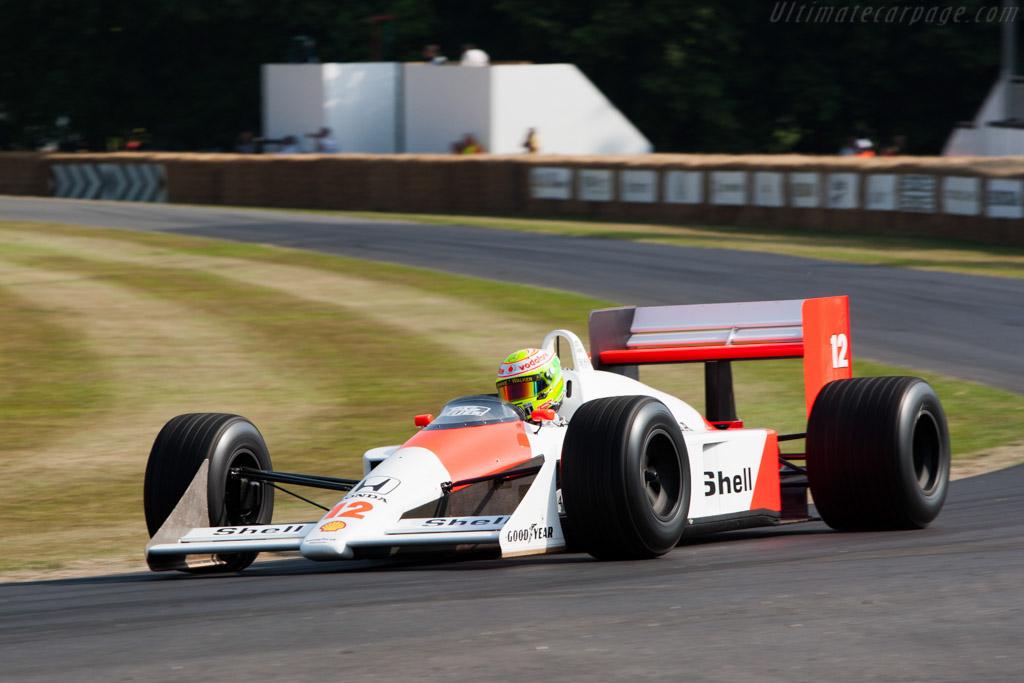 GIF resume a evolução dos carros de Fórmula 1 da McLaren, desde os anos 70 até a atualidade, passando pelo inesquecível MP4/4 de Senna