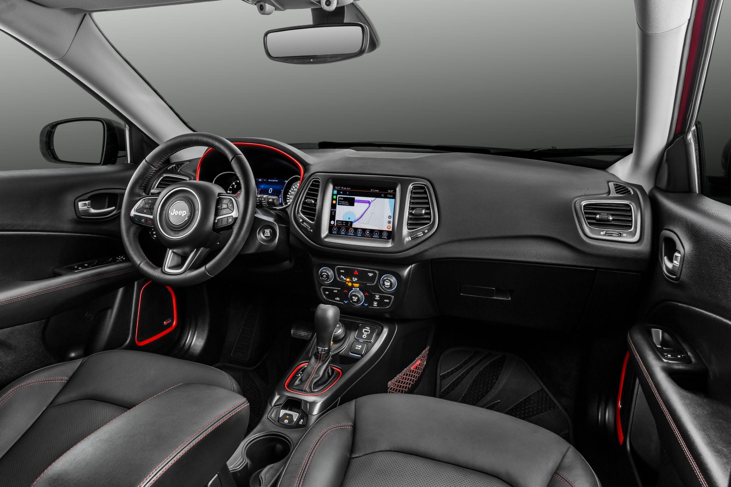 A FCA apresentou o Jeep Compass 2019. O SUV está mais caro, mas ganhou equipamentos em todas as versões. Motorização não sofreu alterações.