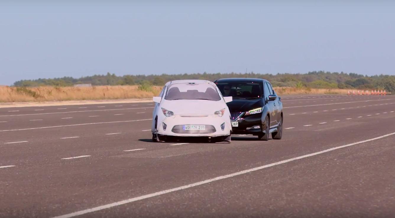 Organização de segurança veicular testou 10 modelos equipados com direção assistida e provou que ainda não podemos tirar as mãos do volante.