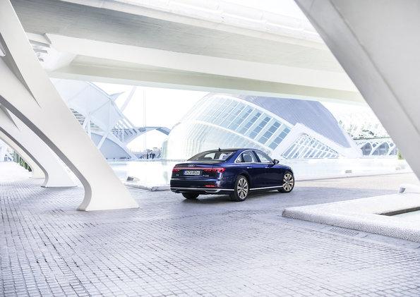 Audi adianta as tecnologias da nova geração do Audi A8. Primeiro automóvel de produção em série com condução autônoma nível 3 estará no Brasil.